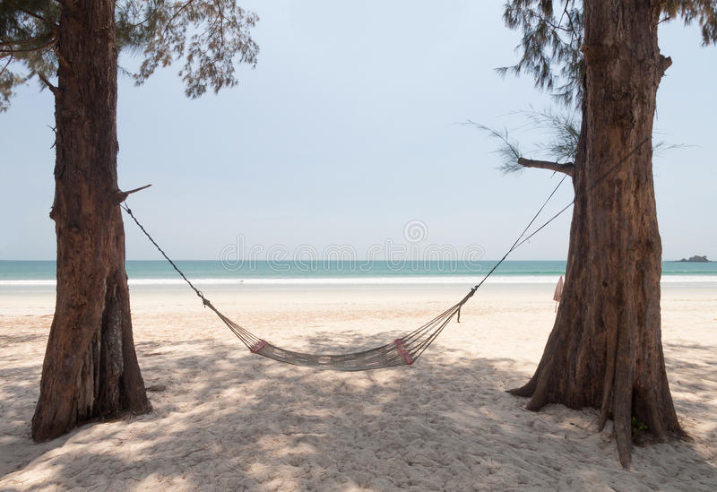 Download Hamaca en la playa imagen de archivo. Imagen de cubo - 64206765