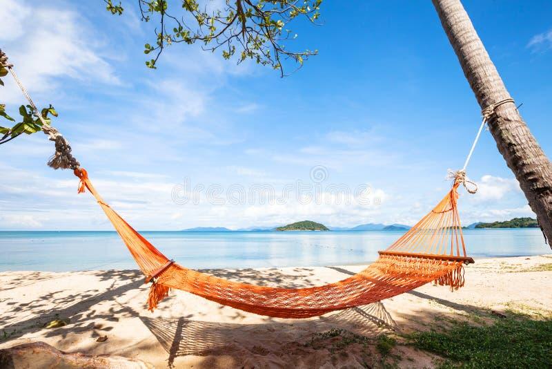 Hamaca en la playa en Tailandia, vacaciones, vacaciones de verano foto de archivo