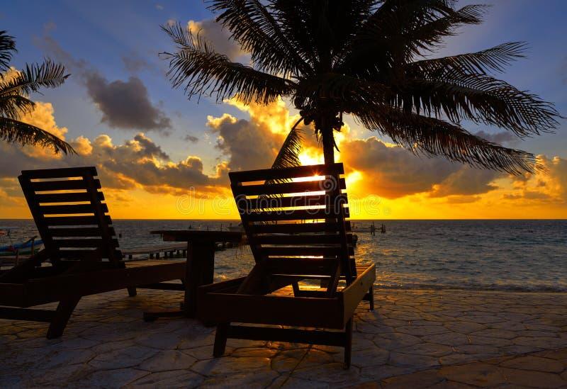 Hamacs de plage de lever de soleil de Maya de la Riviera photographie stock libre de droits