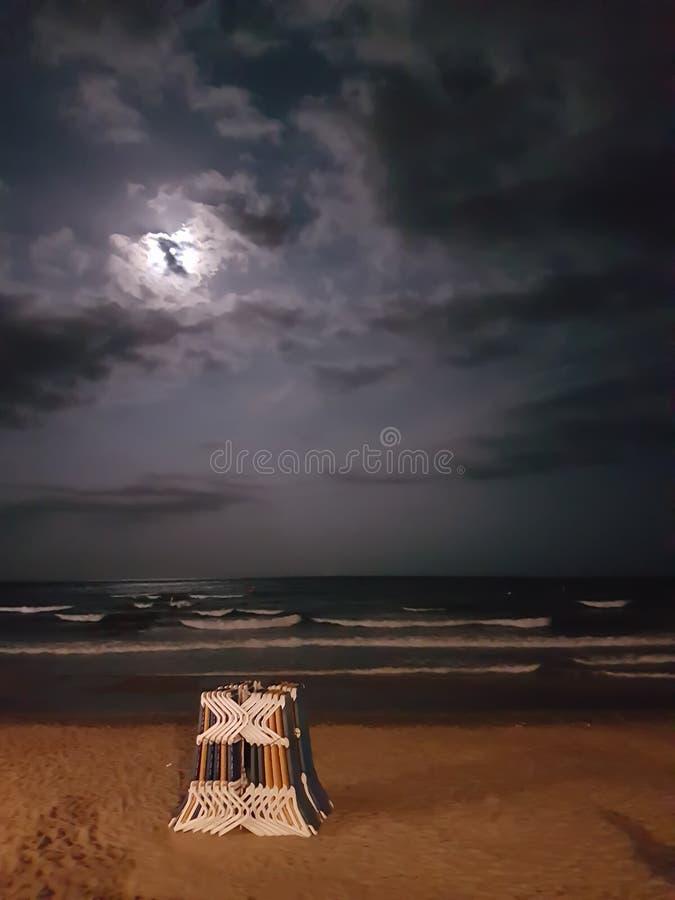 Hamacs de plage sur le sable photo libre de droits
