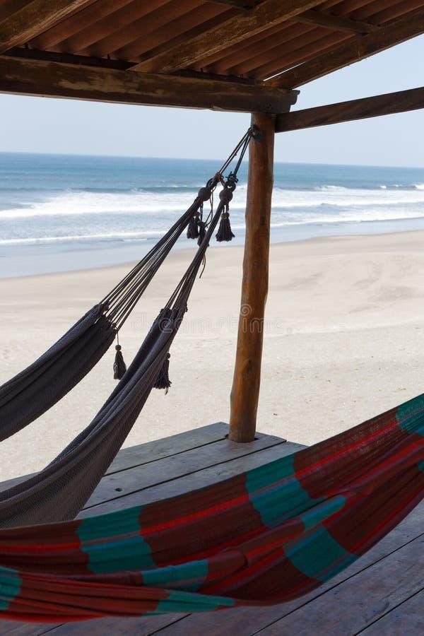 Hamacs en plage images libres de droits
