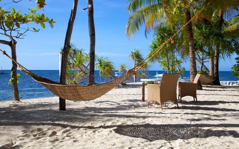 Download Hamak Na Białego Piaska Tropikalnej Plaży Na Malapascua Wyspie, Filipiny Zdjęcie Stock - Obraz złożonej z koks, piasek: 28951532