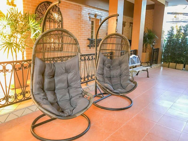 Hamaka obwieszenie w hotelu lobby zdjęcie royalty free