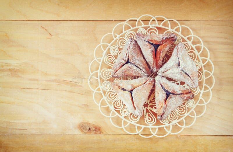 Hamantaschen曲奇饼或hamans耳朵顶视图普珥节庆祝的(犹太假日) 库存照片