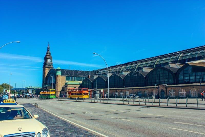 Hamburg central järnvägsstation Hauptbahnhof, Hamburg Tyskland royaltyfri bild