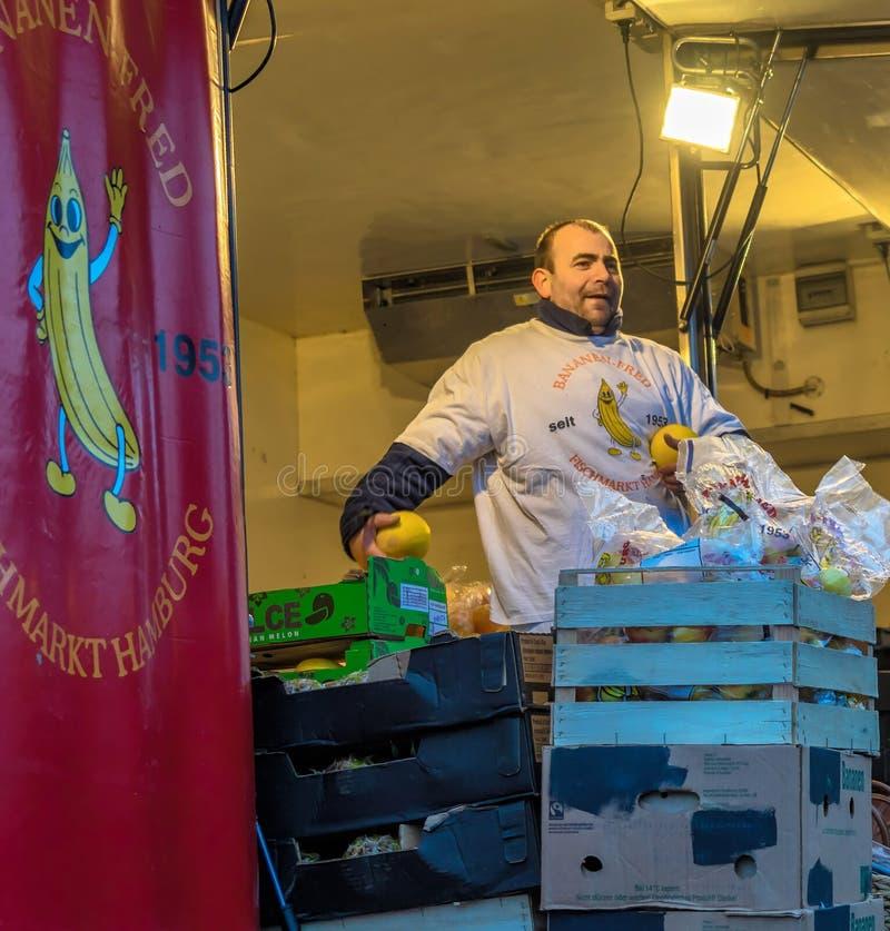Hamburg, Deutschland, am 10. Dezember 2017: Der weithin bekannte Banane-Fred lizenzfreie stockfotos
