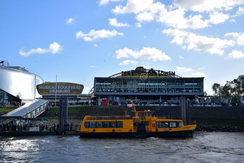 Hamburg, Duitsland - Disneys Lion King Musical stock foto's