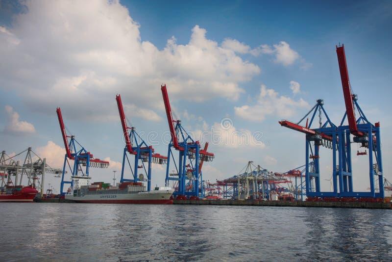 Hamburg, Duitsland - Juli 28, 2014: Mening van haven van de haven van Hamburg stock foto's
