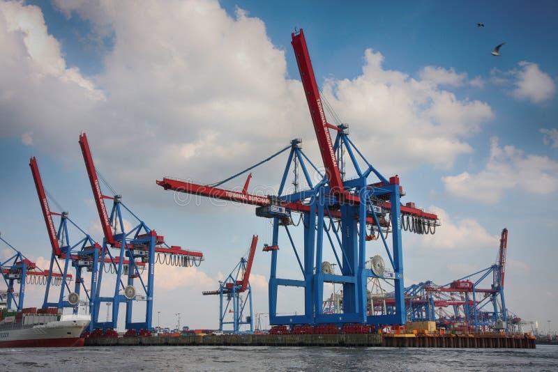 Hamburg, Duitsland - Juli 28, 2014: Mening van haven van de haven van Hamburg stock afbeeldingen