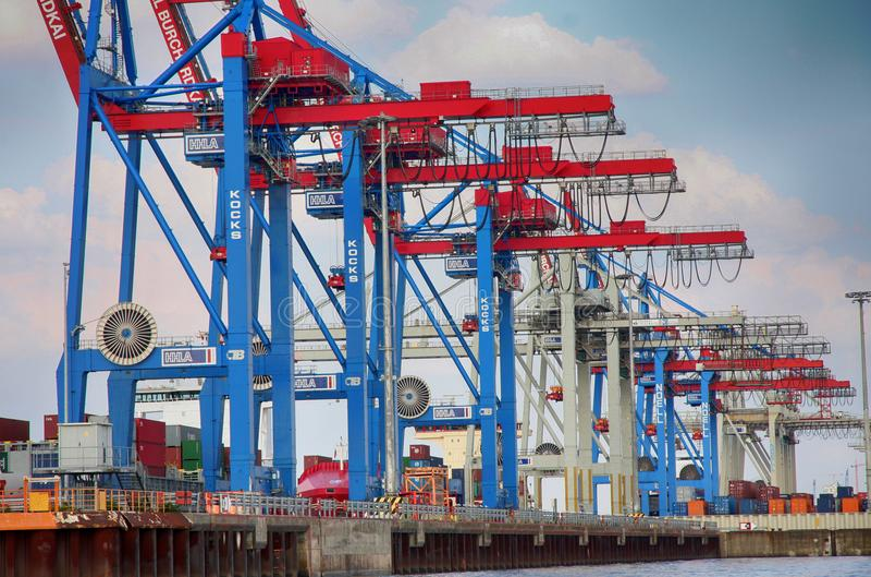 Hamburg, Duitsland - Juli 28, 2014: Mening van haven van de haven van Hamburg stock fotografie