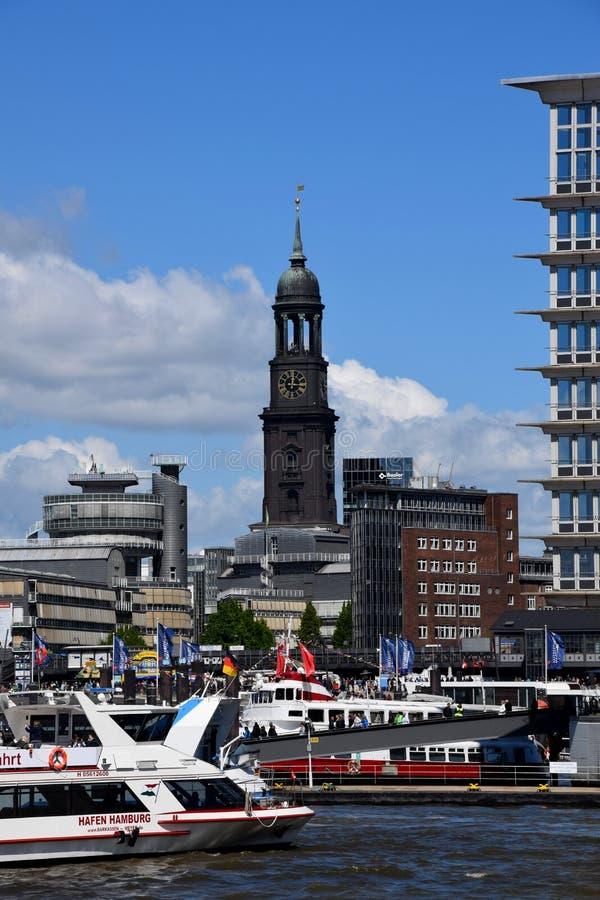 Hamburg, Duitsland: Kleiner Michel - St Michaelis Kerk bij St pauli-Landungsbrucken royalty-vrije stock afbeelding