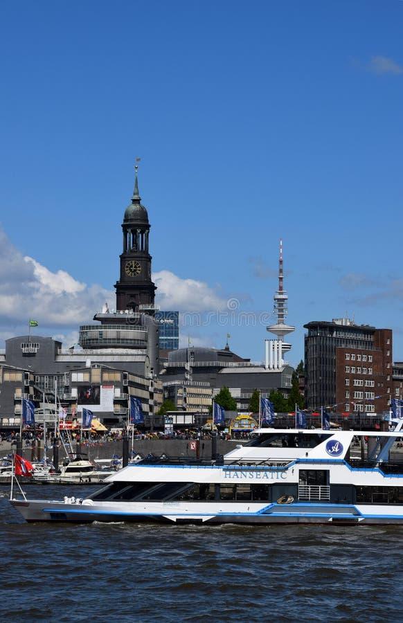 Hamburg, Duitsland: Kleiner Michel - St Michaelis Kerk bij St pauli-Landungsbrucken stock afbeeldingen