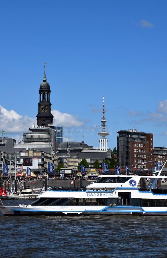 Hamburg, Duitsland: Kleiner Michel - St Michaelis Kerk bij St pauli-Landungsbrucken royalty-vrije stock foto