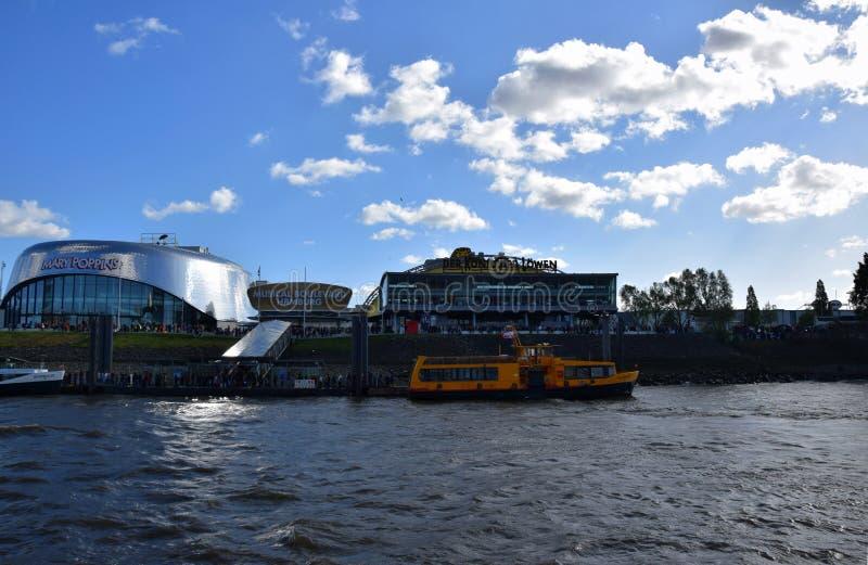 Hamburg, Duitsland - Lion King Musical van Disneyroyalty-vrije stock foto's