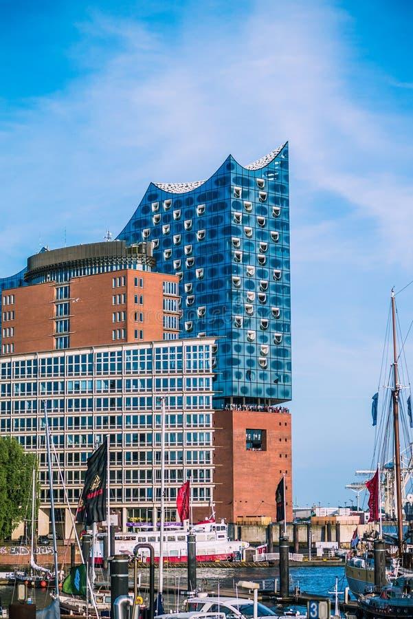 HAMBURG, DUITSLAND - Mei 28, 2017: Elbphilharmonie, concertzaal in de haven van Hamburg Gewoond in het langst stock afbeeldingen