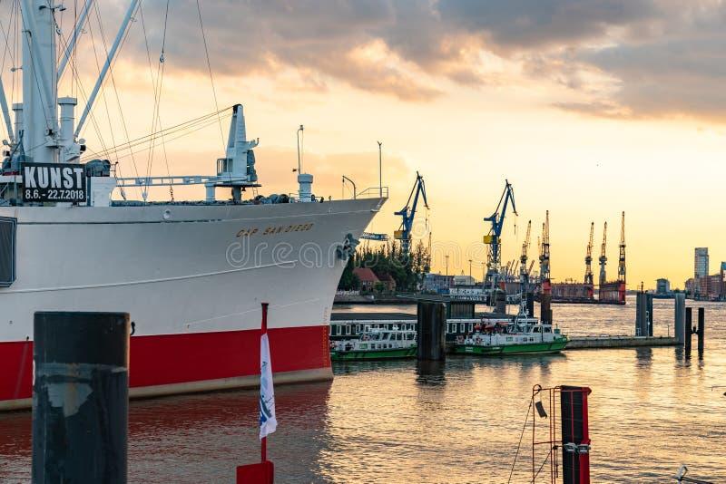 Hamburg-Germany-15 07 2018: Casquillo San Diego de la nave del museo en el puerto de Hamburgo imagen de archivo