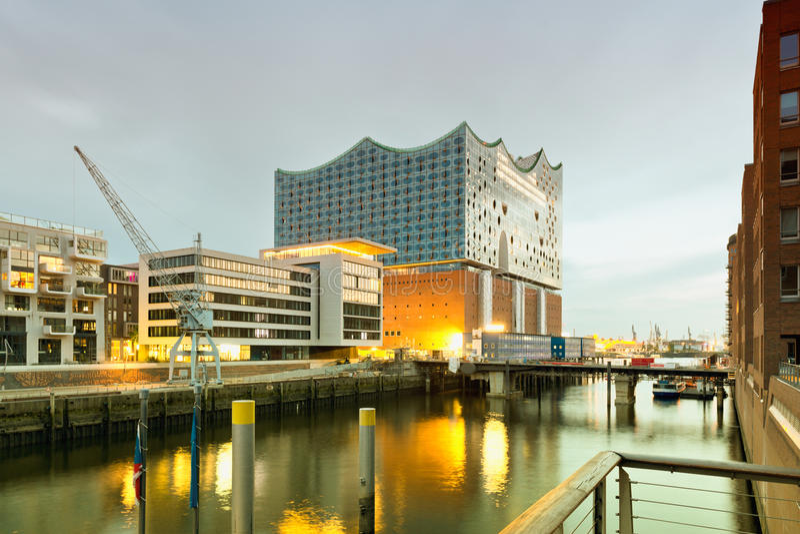 Hamburg, Hafencity, moderne architectuur bij waterfro royalty-vrije stock fotografie