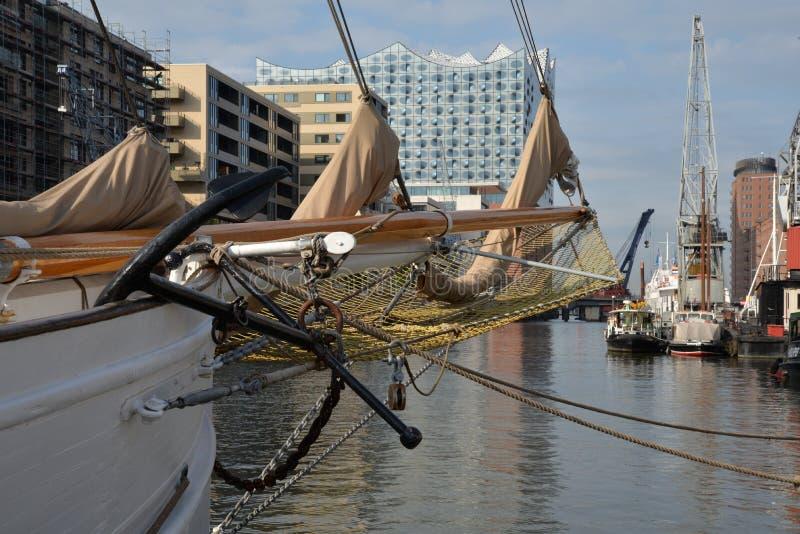 Hamburg hamn och stadsstrand, Tyskland arkivfoto