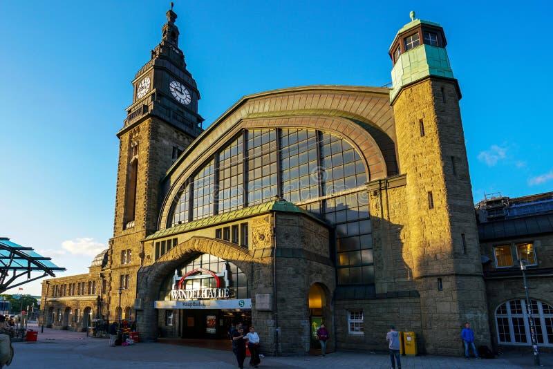 Hamburg Hauptbahnhof järnvägsstation arkivfoto