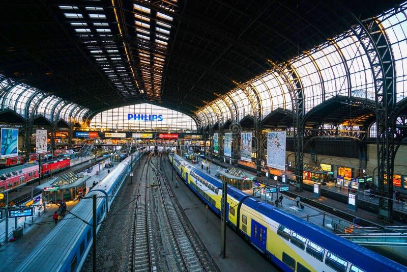 Hamburg Hauptbahnhof järnvägsstation royaltyfria bilder