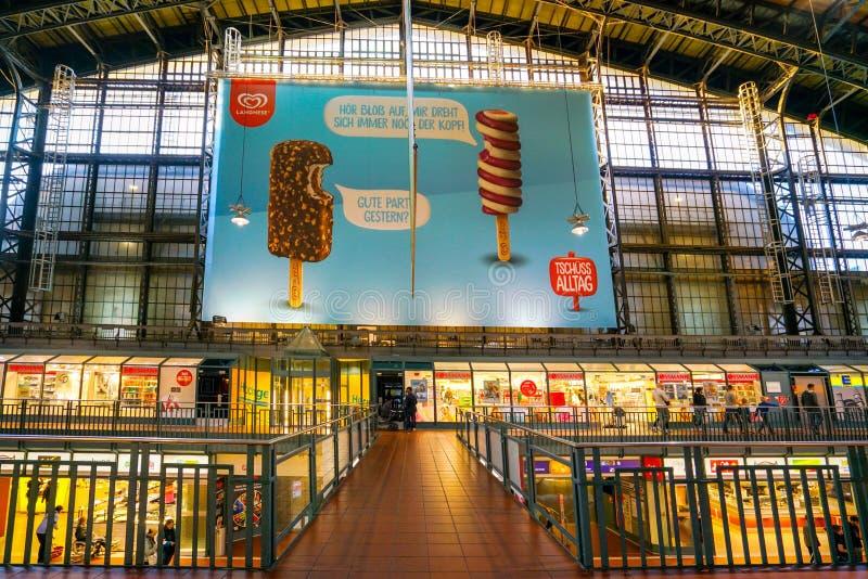 Hamburg Hauptbahnhof järnvägsstation royaltyfria foton