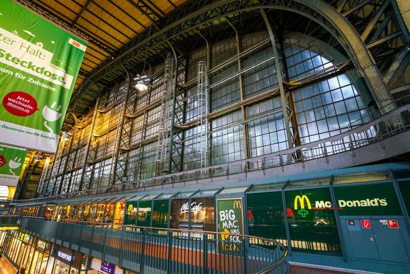 Hamburg Hauptbahnhof järnvägsstation arkivfoton