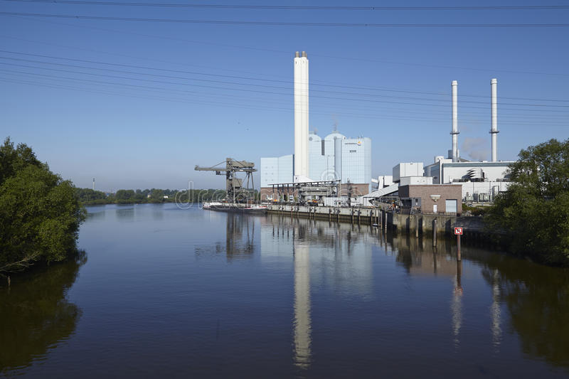 Hamburg - Kraftwerk Tiefstack (Kohle) lizenzfreies stockbild
