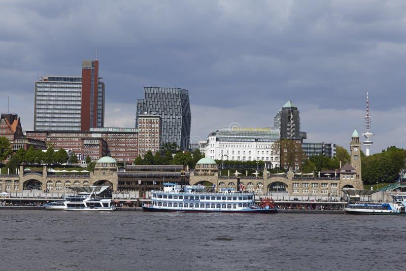 Hamburg - linia horyzontu z jetties obraz royalty free