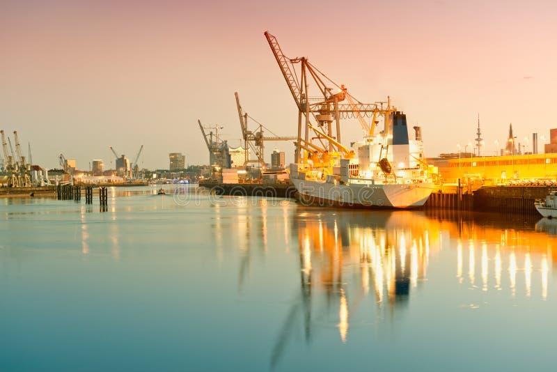 Hamburg, mening op Hansahafen, havendistrict, sh lading royalty-vrije stock foto