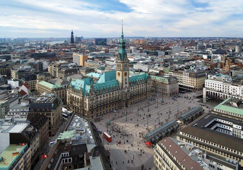 Hamburg, mening van Stadhuis en het stadspanorama stock afbeelding