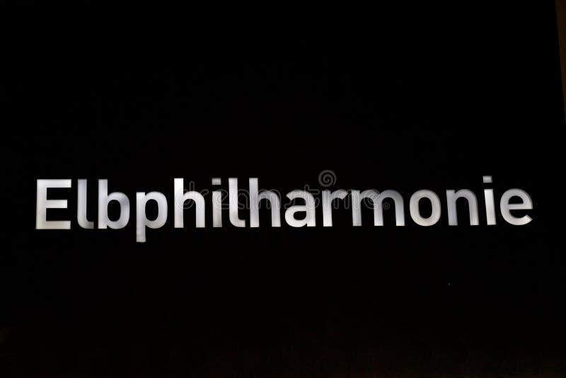 Hamburg, Niemcy †'Sierpień 14, 2017: Świecący znak Elbphilharmonie zdjęcie stock