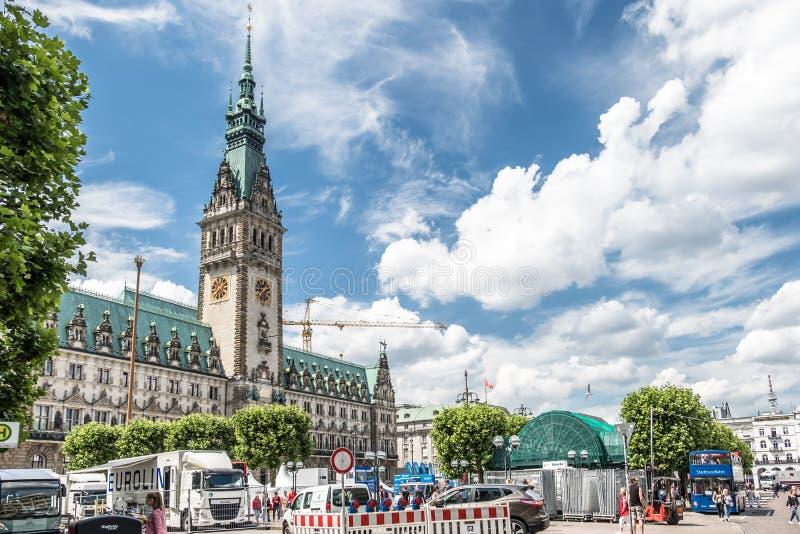 Hamburg Niemcy, Lipiec, - 14, 2017: Hamburski miasto z mną ` s urząd miasta przygotowywa dla następnego wydarzenia fotografia stock