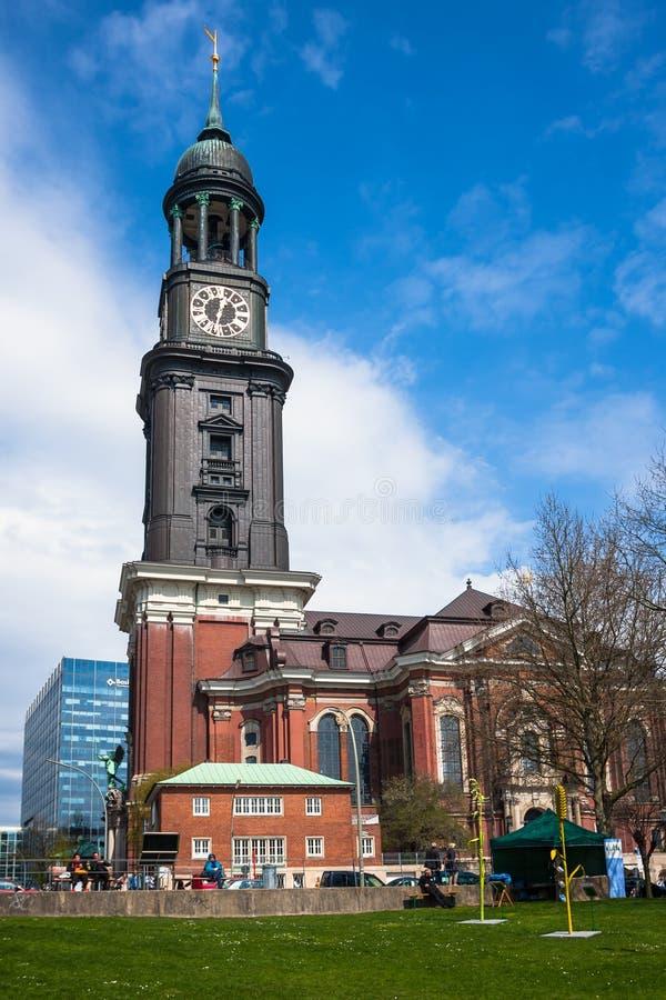 Hamburg St Michael kyrka - Hamburg viktiga gränsmärke arkivbilder