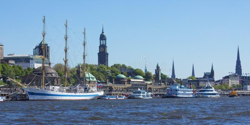 Hamburg strand med pir för St Pauli royaltyfri bild