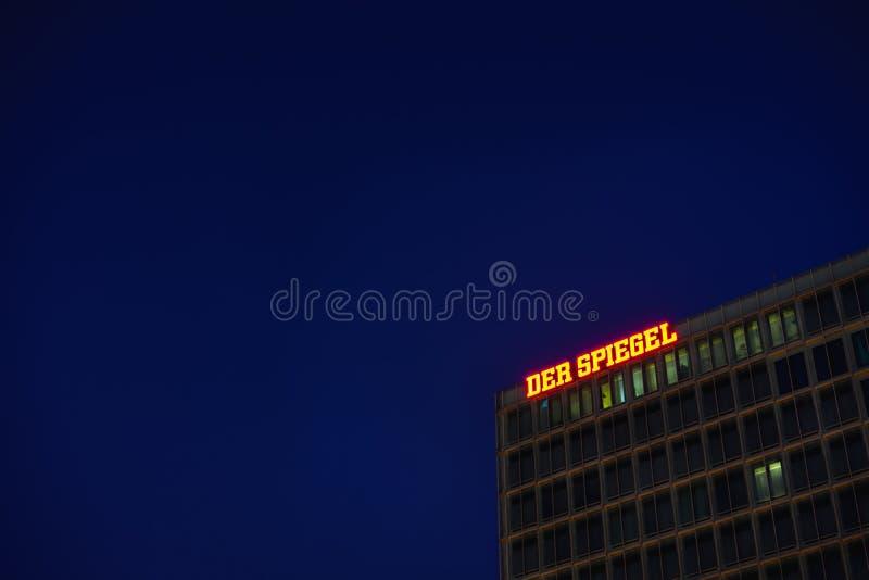 Hamburg Tyskland - April 8, 2018: Der Spiegel tysk tidskrift, högkvarter Ericusspitze, SPIEGEL-Verlag Rudolf Augstein fotografering för bildbyråer