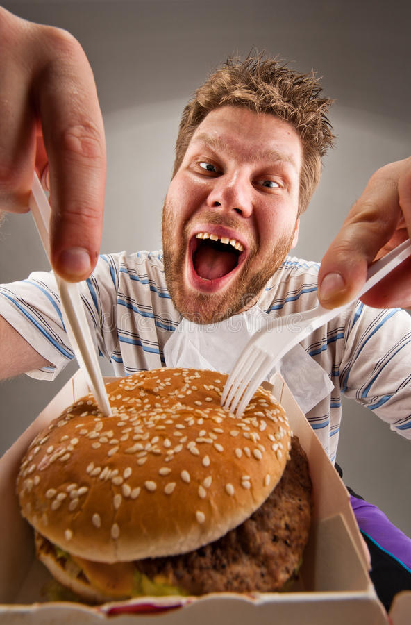 hamburgare som äter gaffelknivmannen fotografering för bildbyråer