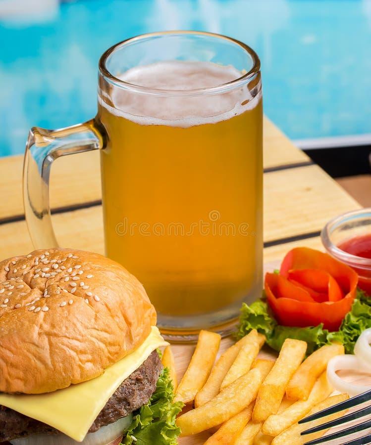Hamburgerów Piwni układy scaleni Reprezentują Gotowego Jeść I Bbq obraz royalty free