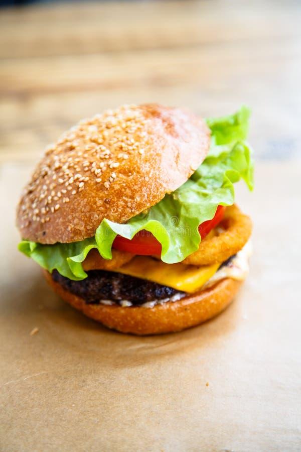 Hamburger avec du fromage, bifteck, image libre de droits