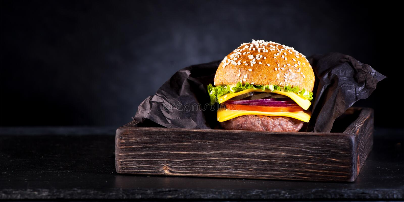 Hamburger avec la côtelette images libres de droits