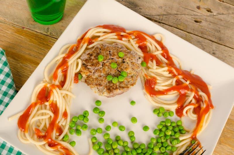 Hamburger avec un visage photographie stock libre de droits