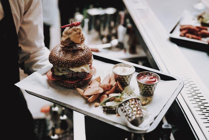 hamburger barman Jedzenie klienci radosny bar zdjęcie royalty free