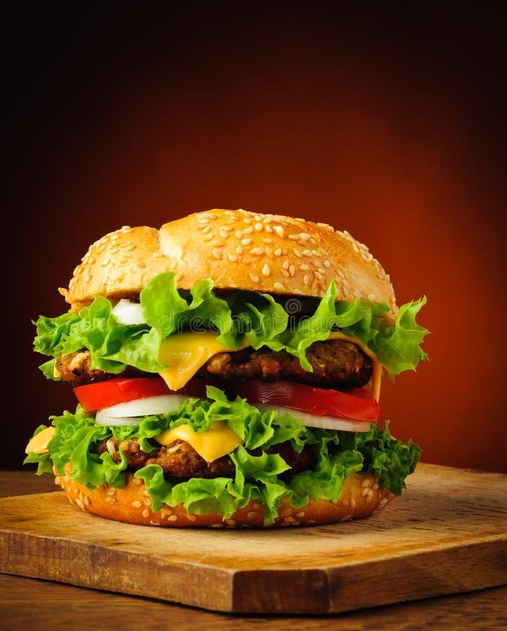 Hamburger casalingo tradizionale fotografie stock