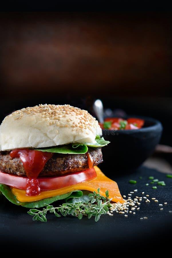 Hamburger classico del manzo immagine stock libera da diritti