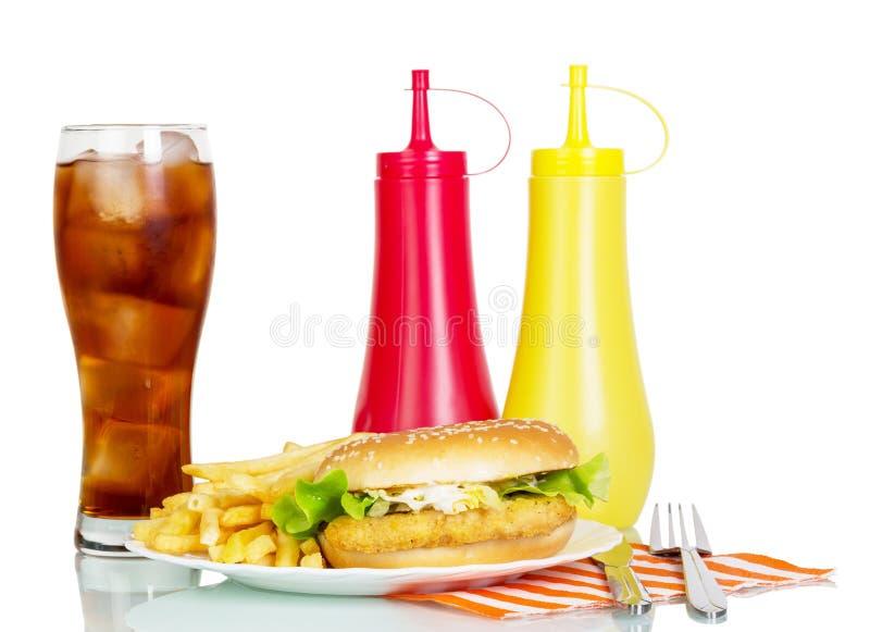 Hamburger com a cola e os molhos isolados no branco fotos de stock