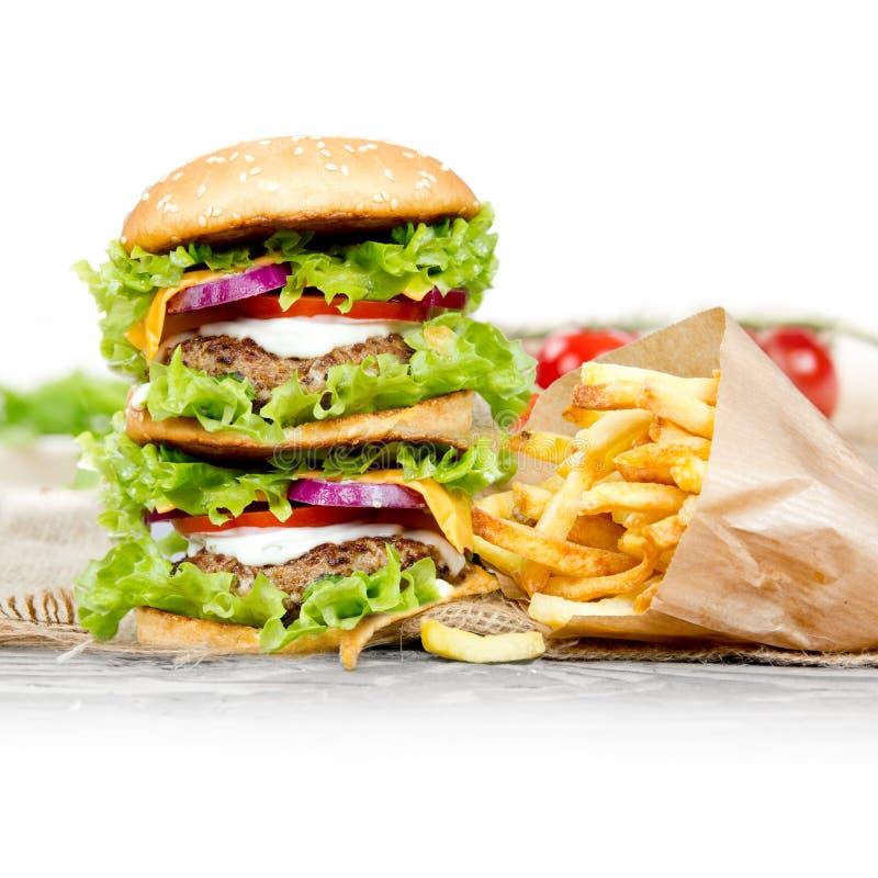 Hamburger com fritadas fotos de stock royalty free