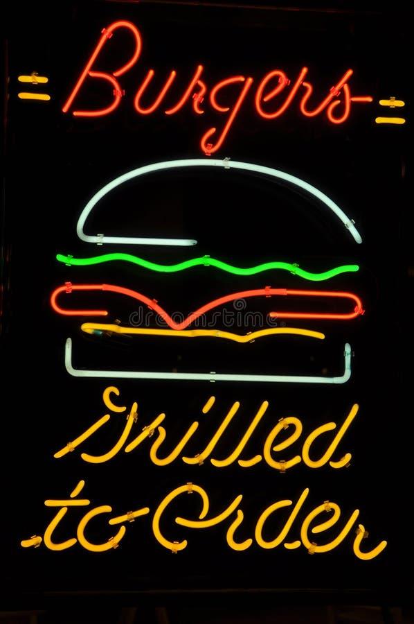 Hamburger cotto per ordinare segno al neon immagini stock