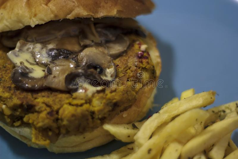 Hamburger de Veggie de plat photos libres de droits
