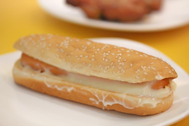 Hamburger del hot dog nel deposito di pasto rapido fotografia stock libera da diritti