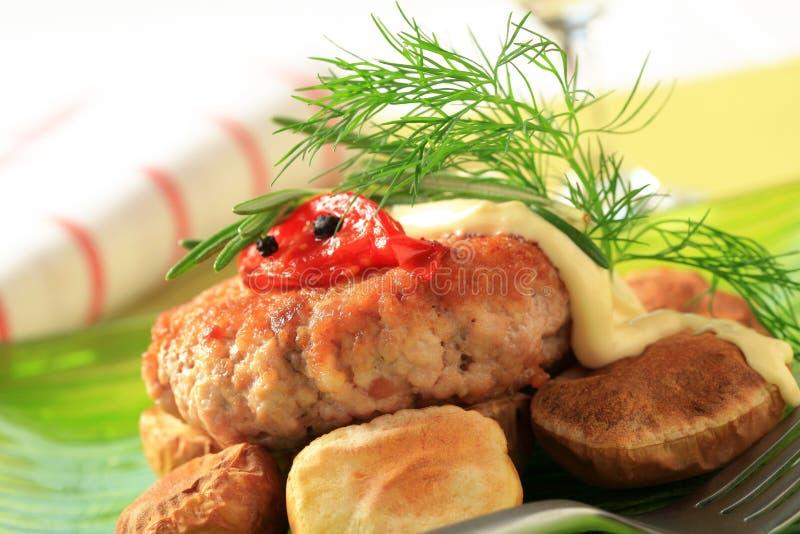 Hamburger e patate cotte fotografia stock libera da diritti