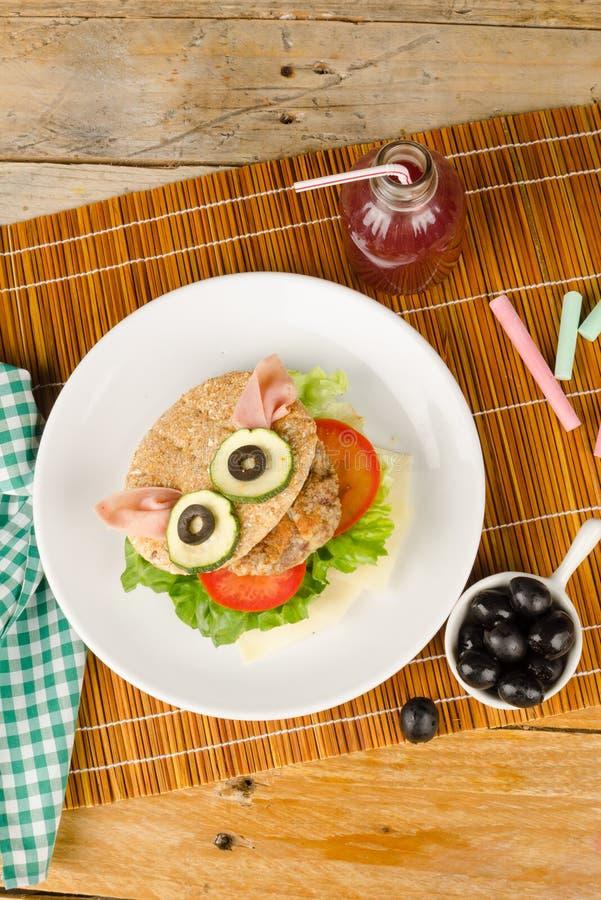 Hamburger en petit pain de blé entier photos libres de droits